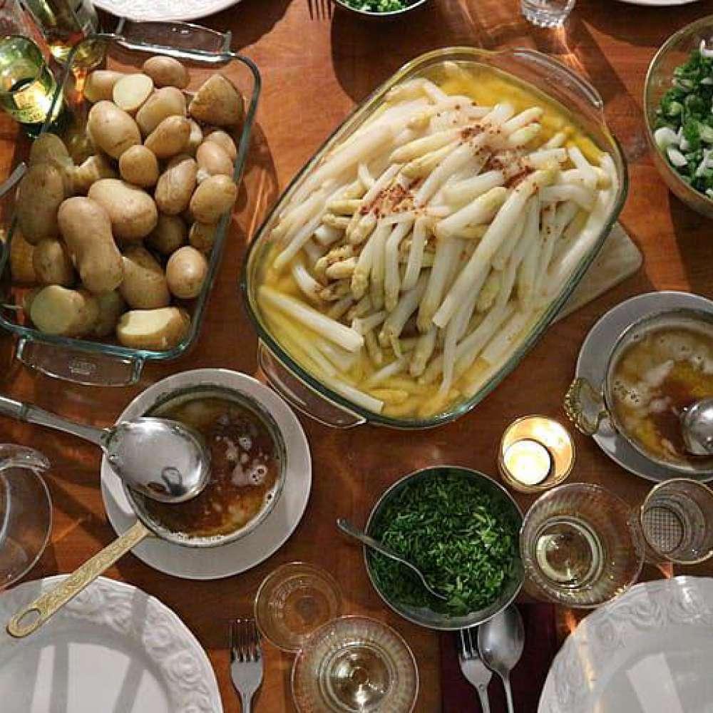 Asparagus table potato gedeckter table