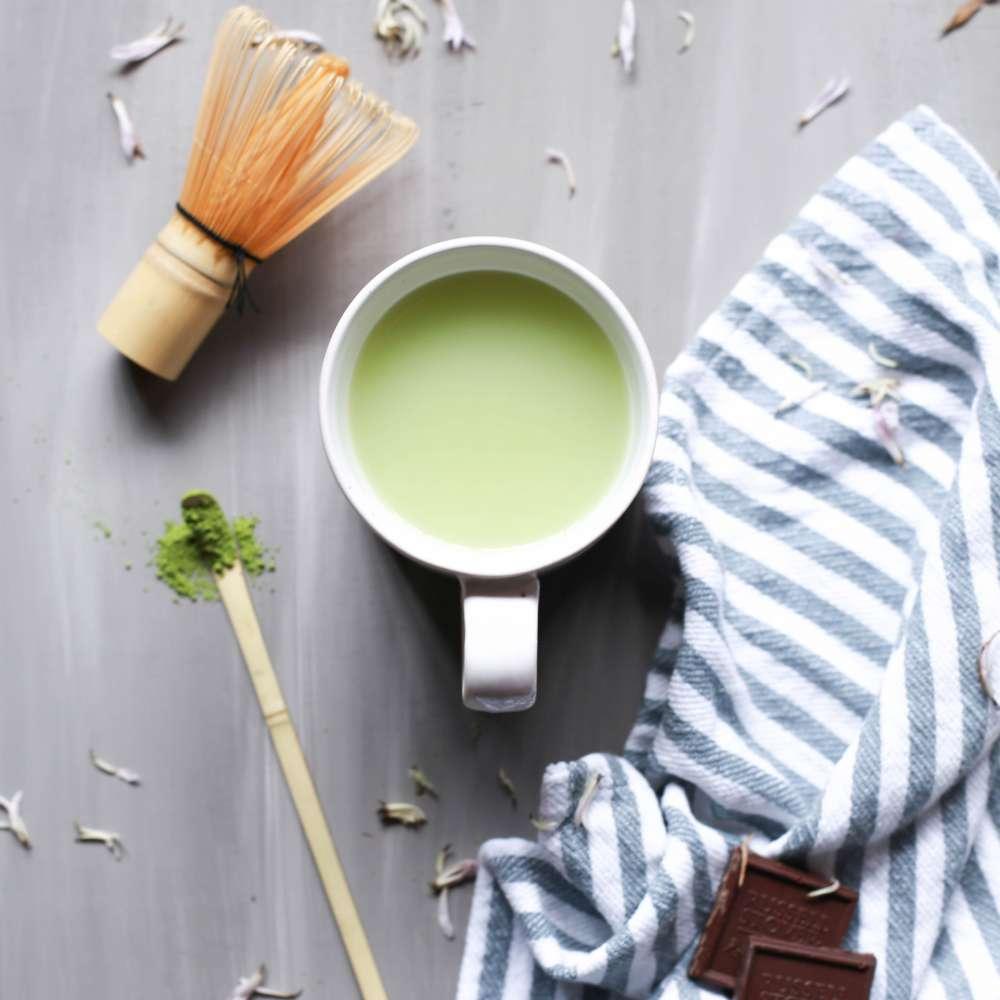 Foodiesfeed com vegan matcha latte