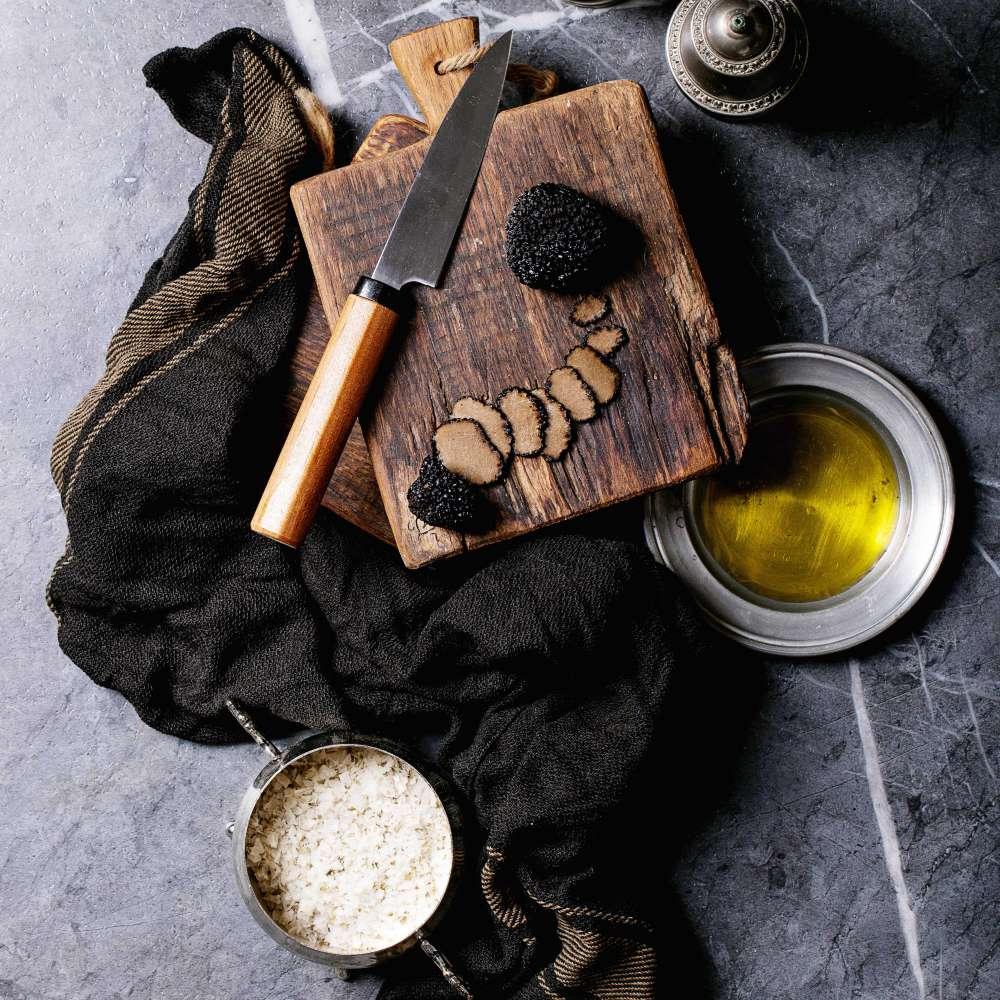Truffle mushroom with oil min